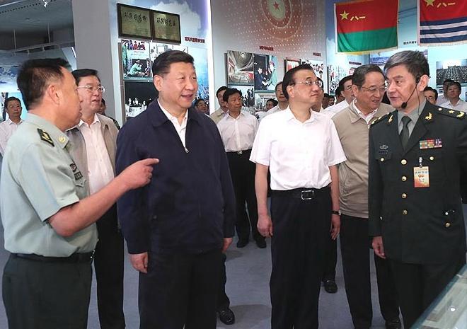 Principales dirigentes chinos visitan exposición militar