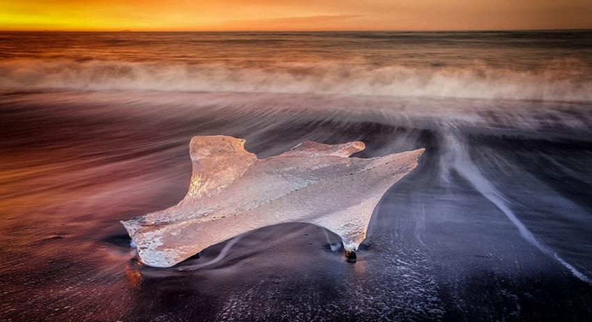 Bello paisaje de lago glaciar en Islandia1