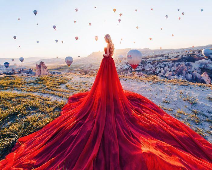 Fotografian a chicas con vestido en los sitios más bonitos