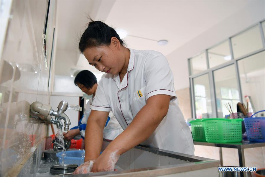 Familia de cuatrillizas en Jiangxi supera la pobreza 2