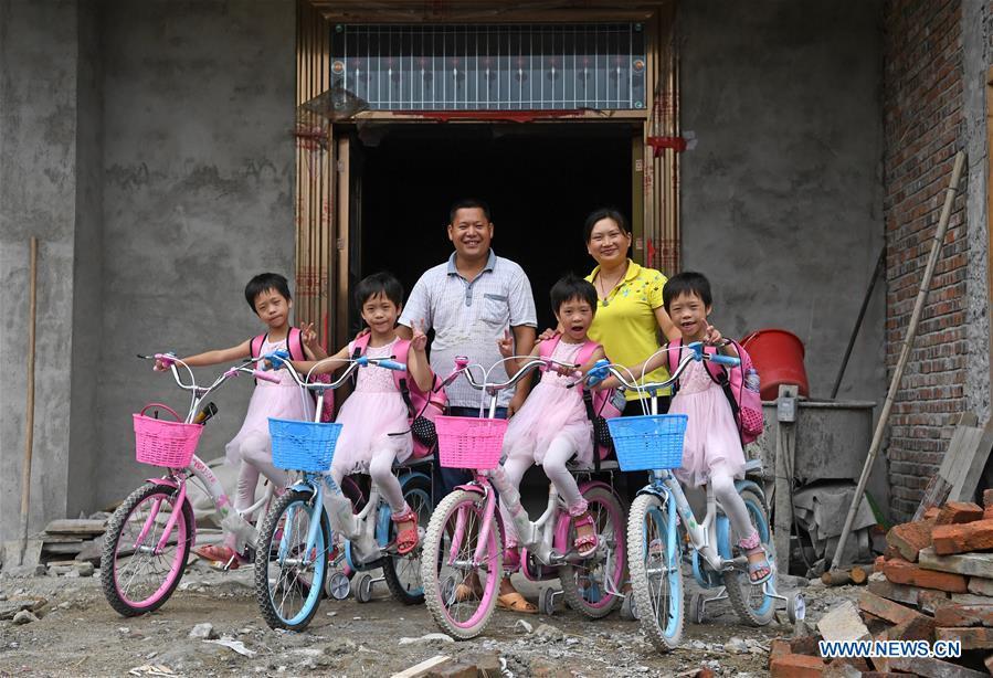 Familia de cuatrillizas en Jiangxi supera la pobreza 4