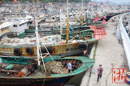 Más de 4.700 buques de pesca se encuentran amarrados en puerto.