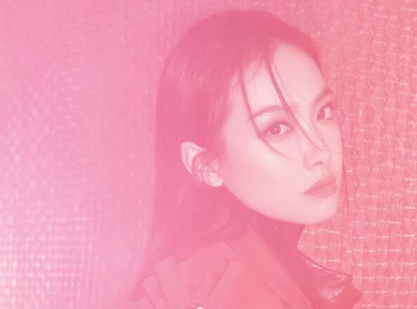 Song Qian posa para la revista
