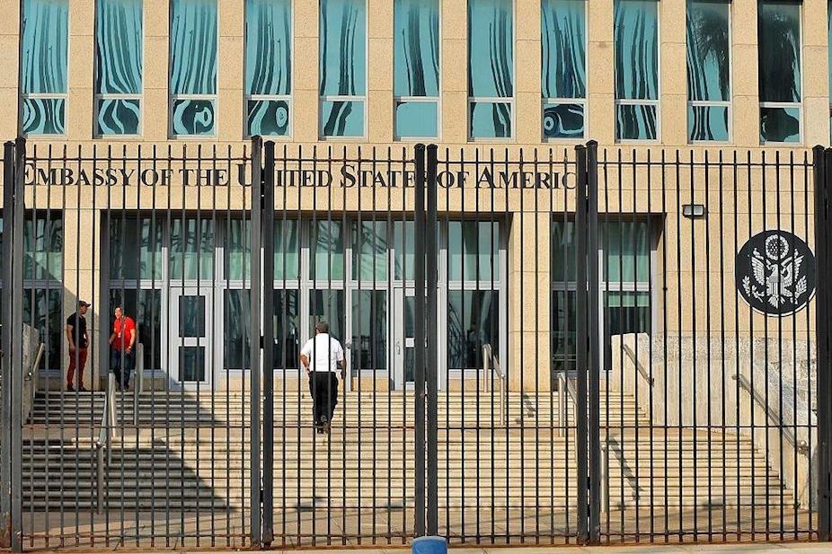 EE.UU. evalúa cerrar embajada en Cuba por ataques acústicos