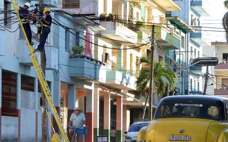 Cubanos trabajan con optimismo en recuperación tras paso de Irma