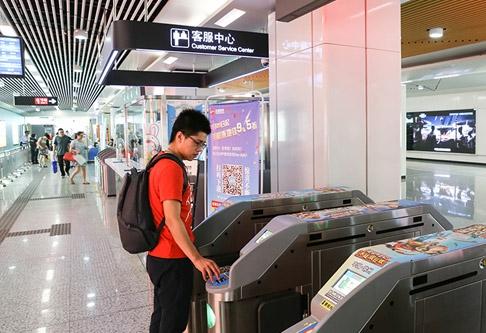 El sistema de pago con teléfonos inteligentes conquista el metro de Beijing