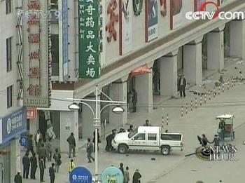 Witnesses say the unrest started around 1 p.m. on Friday. Several people clashed with and threw stones at the local police near the Ramogia Monastery in downtown Lhasa, the capital of southwest China's Tibet Autonomous Region. (CCTV.com)