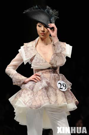 A model presents a creation during the first day of 2008/2009 China Fashion Week (A/W) Collections in Beijing, capital of China, March 25, 2008.