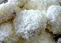Sticky rice with sweet fillings 
