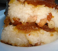 Sticky rice cake with a layer of sweetened bean paste 