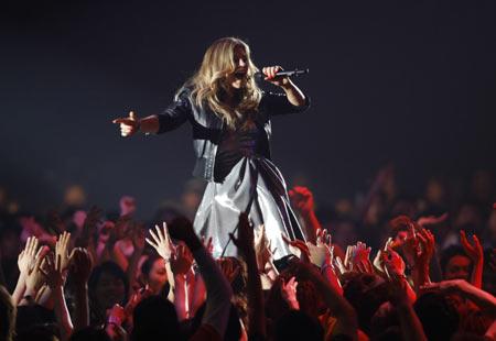 Singer Fergie performs during MTV Video Music Awards Japan 2008 in Saitama, north of Tokyo, May 31, 2008.