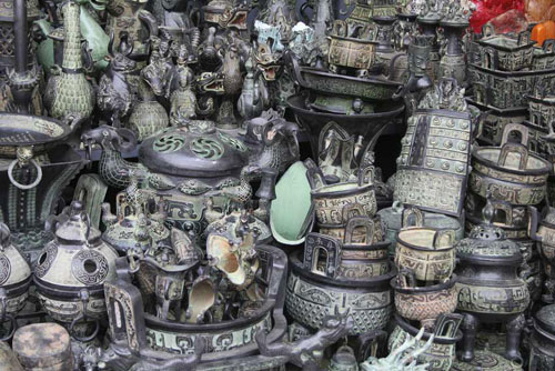Bronze vessel replicas sold on Beijing's Panjiayuan Market.