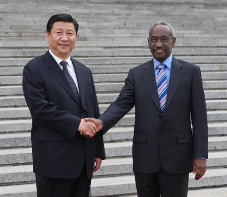 Vice President Xi Jinping (L) shakes with Sudanese Vice President Ali Osman Mohammed Taha at a welcome ceremony in Beijing, capital of China, June 10, 2008.