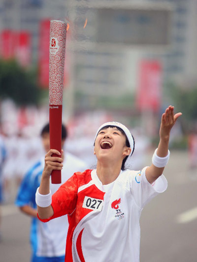 Photo: Hu Yue happy as a torchbearer