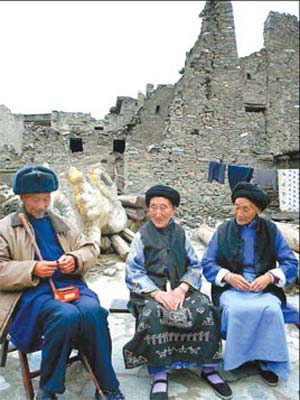 Life goes on as usual in Taoping Qiang village after the earthquake.