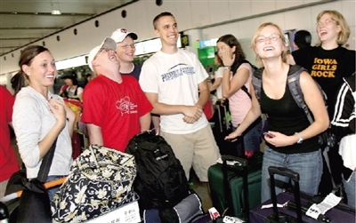 First group of overseas volunteers of media operation for the Beijing Olympic Games, 23 students from U.S. University of Iowa, arrived in Beijing on Sunday.