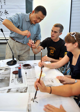 Us Olympic Volunteers Learn Chinese Calligraphy China