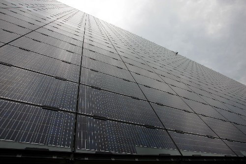 This photo shows part of the large-scale solar photovoltaic board developed by a local company in Wuxi, in east China's Jiangsu Province, on Wednesday, July 2, 2008. [Photo: Xinhua]