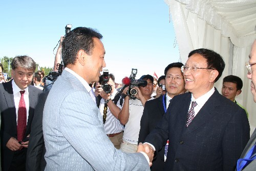 Zhang Guobao (front-R), vice chairman of China's National Development and Reform Commission, shakes hands with Sauat Mynbayev (front-L), Kazakhstan's Minister of Energy and Mineral Resources, at the opening ceremony of the construction of a natural gas pipeline in Almaty on Wednesday, July 9, 2008. [Photo: Xinhua]