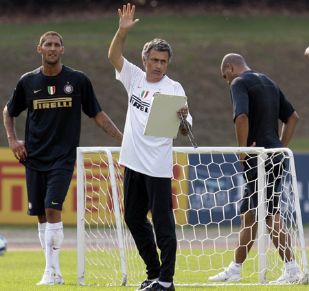 Inter Milan's coach Jose Mourinho of Portugal (C) gestures during a training session in Appiano Gentile, near Como July 17, 2008.(Xinhua/Reuters Photo)