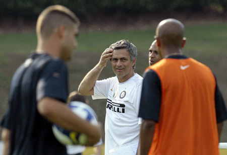 Inter Milan's coach Jose Mourinho of Portugal gestures during a training session in Appiano Gentile, near Como July 17, 2008.(Xinhua/Reuters Photo)