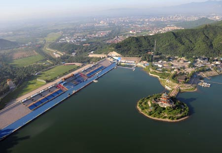 The aerial photo taken on August 2, 2008 shows the Ming Tomb Reservoir in Beijing, China. The triathlon competition of the Beijing 2008 Olympic Games will be held there. (Xinhua/Guo Dayue)