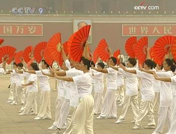 Tai Chi performance at Tiananmen Square. (CCTV.com)