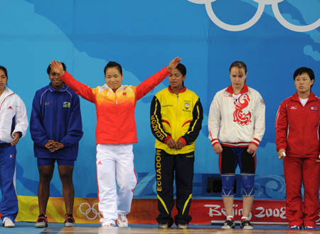 Chen Yanqing of China (L3) waves to spectators before women's weightlifting 58kg Group A competition of Beijing 2008 Olympic Games at Beijing University of Aeronautics & Astronautics Gymnasium in Beijing, China, Aug. 11, 2008.(Xinhua/Yang Lei)