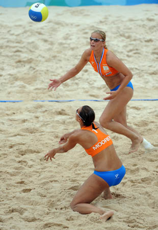 Merel Mooren (bottom) and Rebekka Kadijk of Netherlands compete during the women's preliminary pool E of the Beijing 2008 Olympic Games beach volleyball event against Milagros Crespo and Imara Estevez of Cuba in Beijing, China, Aug. 11, 2008. Imara Estevez and Milagros Crespo of Cuba won the match 2-0. (Xinhua/Sadat)