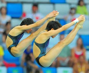 China wins women's synchro platform diving