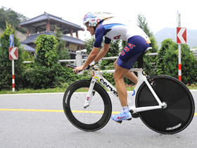 Armstrong crowned at women's time trial