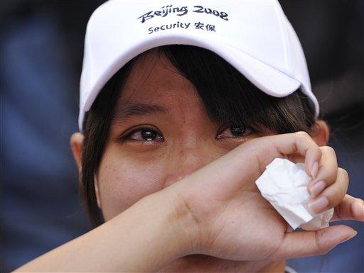 Liu Xiang quits men's 110m hurdles on August 18, 2008 at Beijing Olympic Games. Sina.com