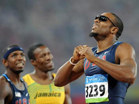 U.S. runner Angelo Taylor claimed the men's 400-meter hurdles title in 47.25 seconds at the Beijing Olympics on Monday.
