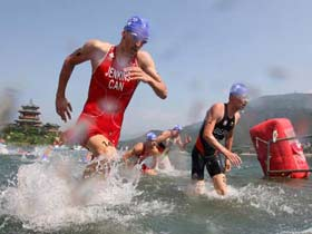Men's triathlon event underway