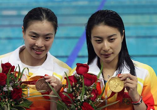 Wu Minxia (left) and Guo Jingjing (right)