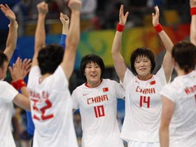 China downed Sweden 20-19 in the women's handball's 5-8 placement on Thursday. [Sohu]