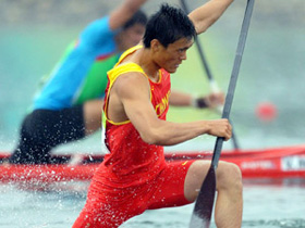 Chinese canoeist Li Qiang competes in the canoe single (C1) 500m men semifinal of Beijing 2008 Olympic Games Canoe/Kayak Flatwater event