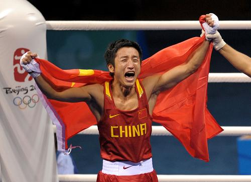 Zou Shiming revels in his victory in the light flyweight boxing final on Sunday. [XInhua] 