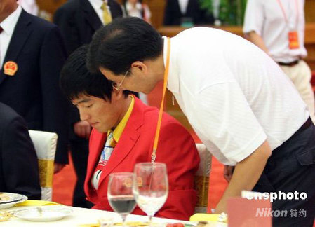 Liu Xiang at a banquet following a meeting of the Chinese Athletics Team in the Great Hall of the People. [Liao Wenjing/CNS]