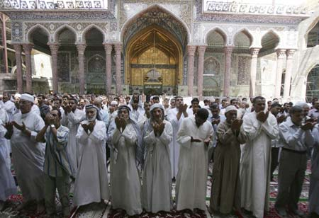 Residents attend Friday prayers at Shi'ite's Imam Hussein shrine in Kerbala, 80 km (50 miles) southwest of Baghdad September 5, 2008.