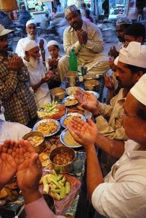 Muslims pray before they break fast during the fasting month of Ramadan in the northern Indian city of Allahabad September 5, 2008. Muslims around the world abstain from eating, drinking and sexual relation from sunrise to sunset during Ramadan, the holiest month in the Islamic calendar.