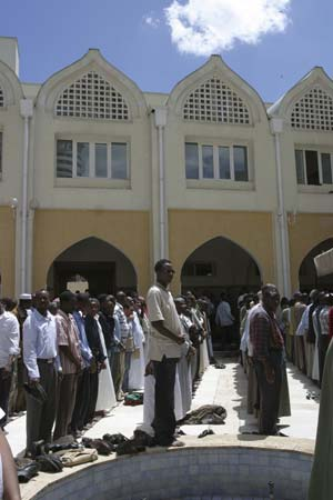 Muslim worshippers prepare for prayer at the Jamia Mosque on the first Friday of Ramadan in Nairobi, September 5, 2008. Muslims around the world abstain from drinking and sexual relation from sunrise to sunset during the Ramadan, the holiest month in the Islamic calendar.