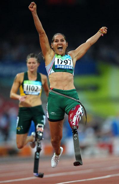 Photos: Perla Bustamante of Mexico wins Women's 100m - T42 gold
