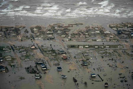 The U.S. state of Texas was struggling to provide relief to its residents who have been badly hit by the Hurricane Ike on Monday, as the storm moved to Canada.