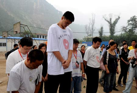 NBA star Yao Ming's two-day visit of the earthquake-hit Sichuan Province ended on Monday.