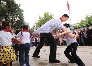 Yao Ming builds school in quake-hit Sichuan
