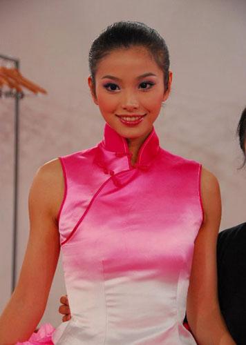 Beautiful Olympic volunteers behind the curtain [Xinhua]