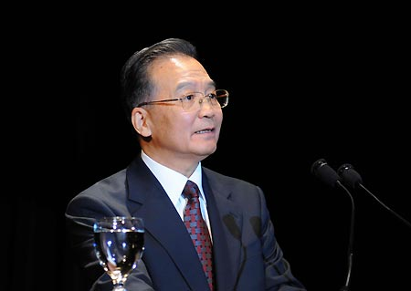 Chinese Premier Wen Jiabao speaks in a welcoming banquet in New York, the United States, Sept. 23, 2008. Wen is to attend a high-level UN meeting for the Millennium Development Goals (MDGs) and the general debate of the 63rd UN General Assembly during his three-day stay here.
