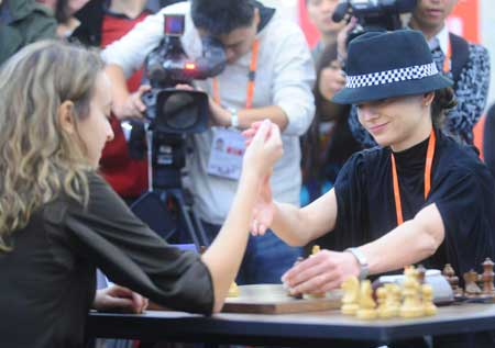 Alexandra Kosteniuk (R) of Russia competes during the women's chess individual blitz against Antoaneta Stefanova of Bulgaria in the 1st World Mind Sports Games in Beijing, capital of China, Oct. 5, 2008.
