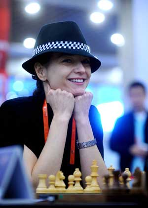 Alexandra Kosteniuk of Russia talks with Antoaneta Stefanova of Bulgaria before their women's chess individual blitz in the 1st World Mind Sports Games in Beijing, capital of China, Oct. 5, 2008. Kosteniuk won the title.
